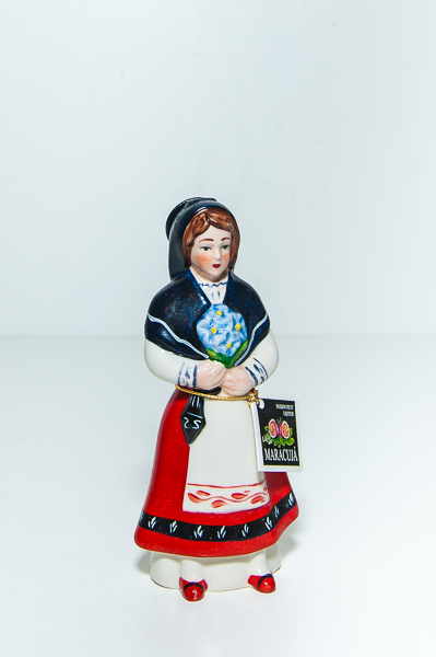 Miniatura Figura Mulher Traje Tradicional