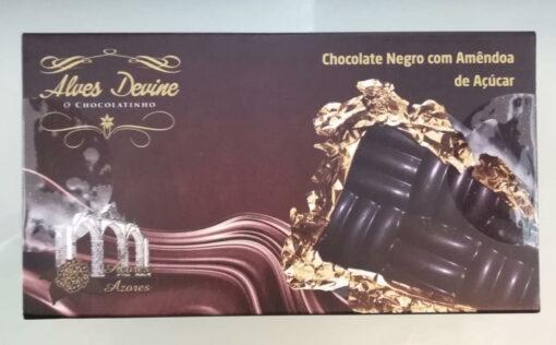 Chocolate negro com amêndoa