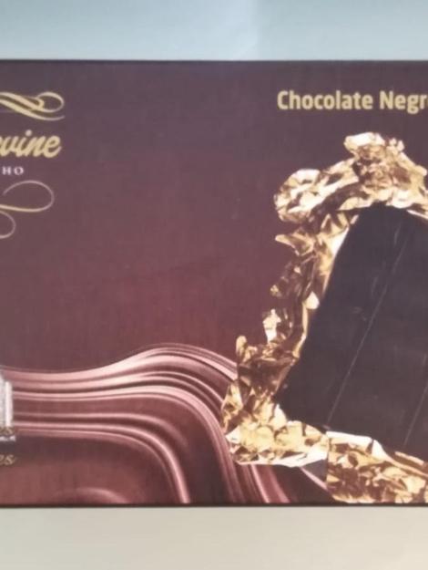 Chocolate negro com amendoim